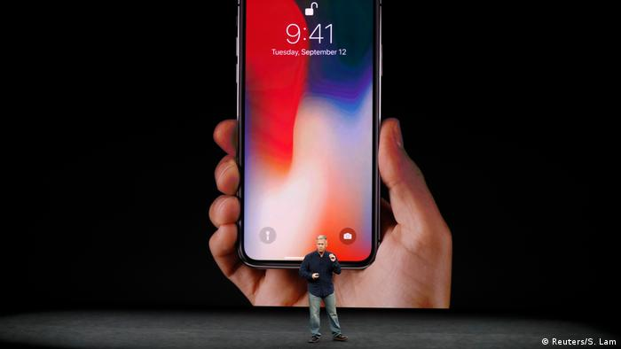 Phil Schiller, vicepresidente de Apple Worldwide Marketing, presenta el iPhone X en Cupertino.