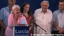 epa04653042 Lucia Topolansky Saavedra (L), Uruguayan legislator and wife of former Uruguayan President Jose Mujica (R), speaks during the launch of her electoral campaign for Mayor of Montevideo, held at the Square Liber Seregni of Montevideo, Uruguay, 07 March 2015. EPA/RUBEN FIGUEROA +++(c) dpa - Bildfunk+++ |