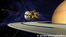 ARCHIV - HANDOUT - Das undatierte Computergrafik der NASA zeigt die Raumsonde Cassini am Saturn. (zu dpa: ««Das letzte Abtauchen»: Nasa-Sonde «Cassini» soll in Saturn stürzen» vom 08.09.2017 - ACHTUNG REDAKTIONEN: Nur zur redaktionellen Verwendung im Zusammenhang mit der aktuellen Berichterstattung und Nennung des Urhebers: Foto: Nasa/DLR/dpa +++(c) dpa - Bildfunk+++ |
