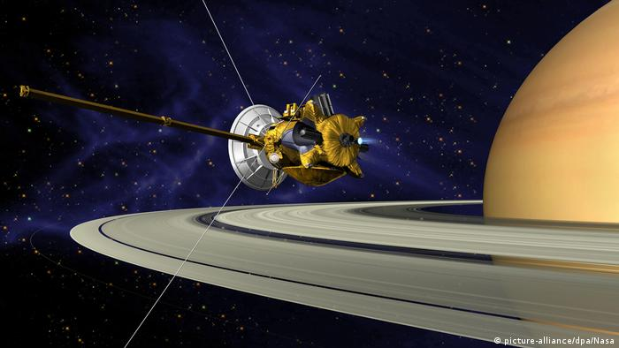 Raumsonde Cassini am Saturn (picture-alliance/dpa/Nasa)