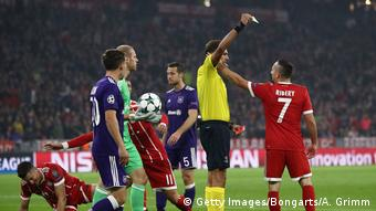 Bayern Muenchen v RSC Anderlecht - UEFA Champions League Ribery Schiedrichter (Getty Images/Bongarts/A. Grimm)
