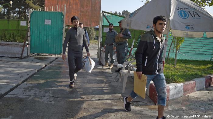 Afghanistan abgeschobene Asylbewerber kehren zurück (Getty Images/AFP/W. Kohsar)