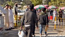 13.09.2017 ++ Risa Risjai (M), ein 40jähriger Asylbewerber aus Afghanistan, kommt am 13.09.2017 mit einem Abschiebeflug aus Düsseldorf in Kabul, Afghanistan, an, nachdem sein Asylantrag in Deutschland abgelehnt worden ist. Wie Risjai sagt, verbrachte er zwei Jahre und acht Monate im Gefängnis in München, nachdem ihn sein Frau beschuldigt hatte, ihn geschlagen zu haben. Es ist die erste Sammelabschiebung nach Afghanistan seit dem Anschlag vom 31. Mai in Kabul, bei dem die deutsche Botschaft schwer beschädigt worden war. Foto: Mohammad Jawad/dpa +++(c) dpa - Bildfunk+++