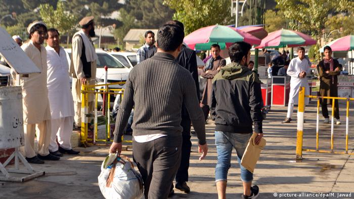 Afghanistan Kabul abgeschobene Asylbewerber kehren zurück Kabul (picture-alliance/dpa/M. Jawad)