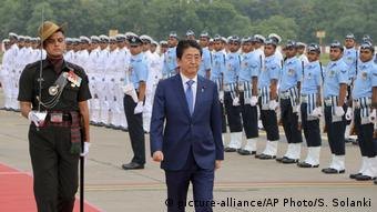 Indien Ahmadabad Besuch Shinzo Abe aus japan (picture-alliance/AP Photo/S. Solanki)