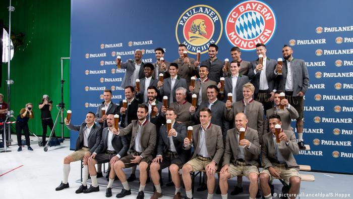 FC Bayern München Oktoberfest Lederhose (picture-alliance/dpa/S.Hoppe)