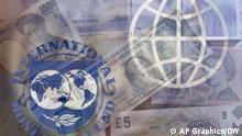 IWF und Weltbank Logo mit Geld verschiedener Währungen. The World Bank and INTERNATIONAL MONETARY FUND logoUS Dollar bill and currency from around the world on board together,