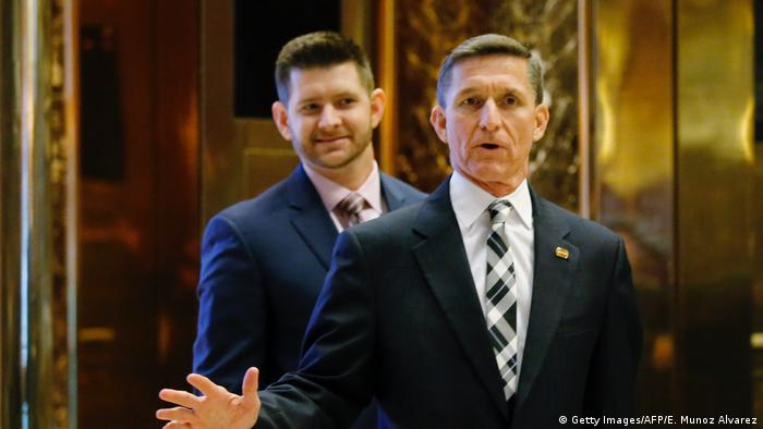 USA Michael Flynn und Michael Flynn Jr. (Getty Images/AFP/E. Munoz Alvarez)