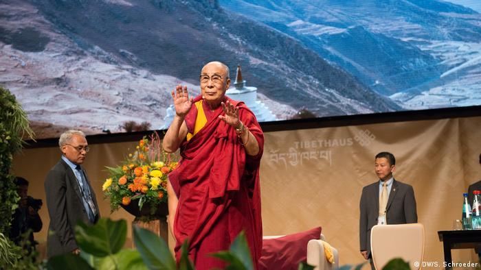 Deutschland Besuch des Dalai Lama in Frankfurt (DW/S. Schroeder)