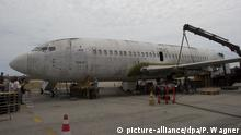 Brazil takes apart the German Lufthansa plane Landeshut (picture-alliance/dpa/P. Wagner)