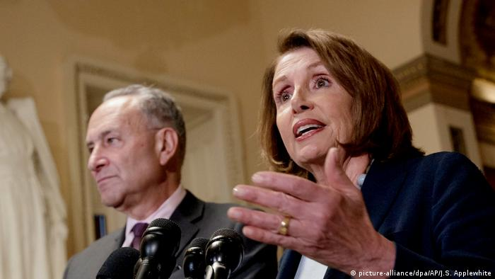 USA Nancy Pelosi und Chuck Schumer (picture-alliance/dpa/AP/J.S. Applewhite)