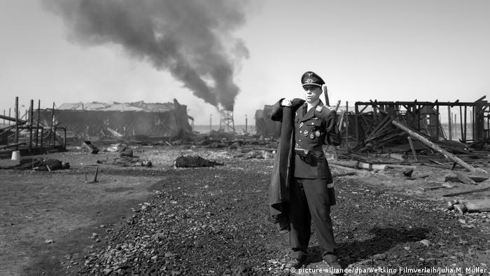 Filmstill from The Captain (picture alliance/dpa/Weltkino Filmverleih/Julia M. Müller)