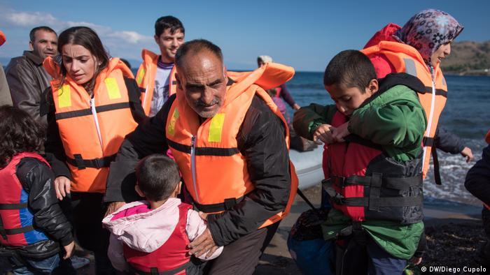 Griechenland Ankunft von Flüchtlingen an der Küste