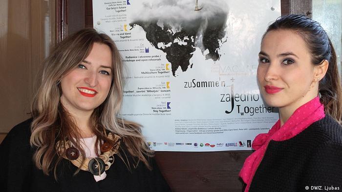 Bosnien Herzegowina Musikfestival in Vares Andrea Nikolic mit Schwester (DW/Z. Ljubas)