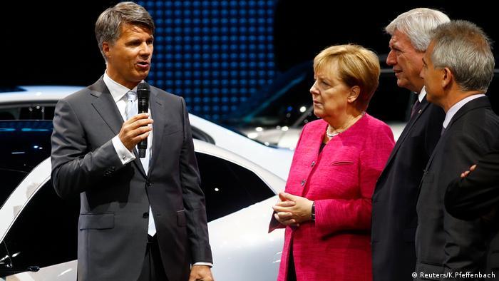 Анґела Меркель на Франкфуртському автосалоні
