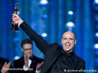 Jochen Alexander Freydank freut sich über den gewonnenen Oscar (Quelle: dpa)