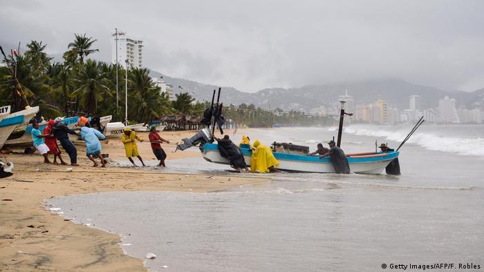 El huracán Max se formó en el Pacífico cerca de Acapulco, frente a las costas del estado sureño de Guerrero en México, y generará lluvias también en Oaxaca, golpeado por un terremoto hace una semana. 14.09.2017