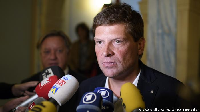 Der ehemalige Radrennfahrer Jan Ullrich spricht 2014 nach einem Gerichtsprozess in Thurgau in der Schweiz zur Presse (Foto: picture-alliance/Keystone/Gian Ehrenzeller)