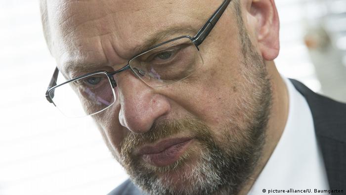Deutschland | SPD nur noch bei 20% - enttäuschter Martin Schulz (picture-alliance/U. Baumgarten)