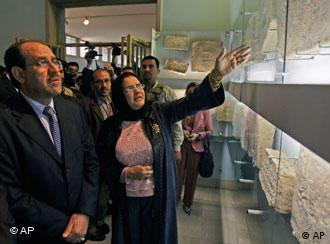 بازگشایی موزهی ملی عراق با حضور نوری المالکی، نخست وزیر عراق و امیره عیدان، مدیر موزه