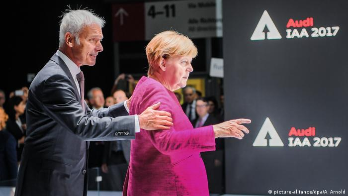 VW head Müller pushing Merkel forward
