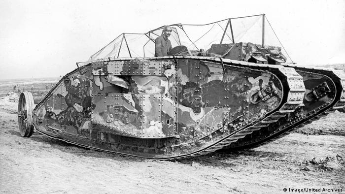 Die ersten Panzer Mark I Tank September 1916 (Imago/United Archives)