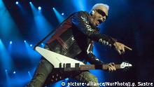 12.07.2107 +++ Rudolf Schenker guitarist of Scorpions during his concert on the El Malecon football stadium in Torrelavega, Cantabria, Spain, on 12 July 2017 inside the Crazy World Tour. This concert is part of the activities of the government of Cantabria to promote the lebaniego jubilee year. (Photo by Joaquin Gomez Sastre/NurPhoto) | Keine Weitergabe an Wiederverkäufer.