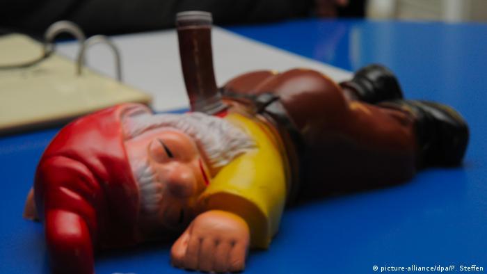 Impaled garden gnome (picture-alliance/dpa/P. Steffen)