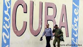 Wall with the words Viva Cuba Libre painted on it
