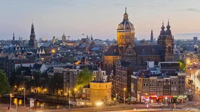 Niederlande Amsterdam: Blick auf die Stadt (picture-alliance/DUMONT Bildarchiv/T. Linkel)