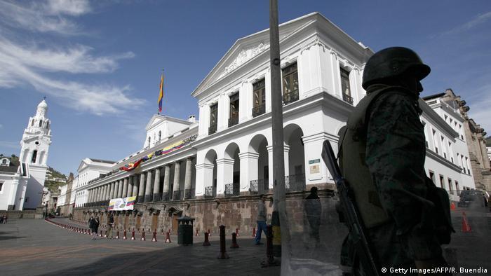 Lenín Moreno denunció el hallazgo de una cámara oculta, que tendría conexión con el exterior y habría sido instalada en su despacho del palacio de Carondelet por Rafael Correa, su antecesor. 15.09.2017