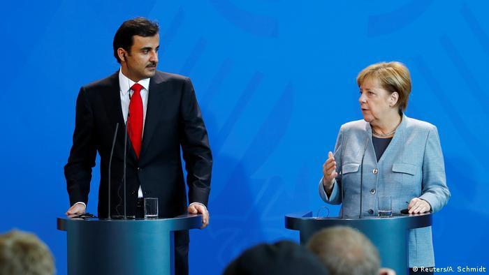 Deutschland Berlin - Angela Merkel und Katar Emir Sheikh Tamim bin Hamad al-Thani bei Pressekonferenz (Reuters/A. Schmidt)