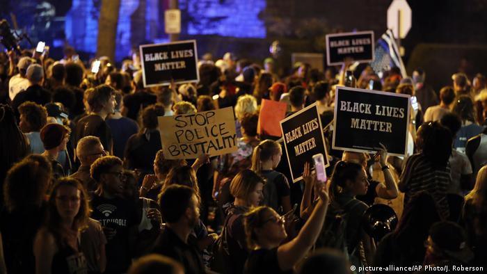 USA Proteste in St. Louis nach Freispruch für Polizisten (picture-alliance/AP Photo/J. Roberson)