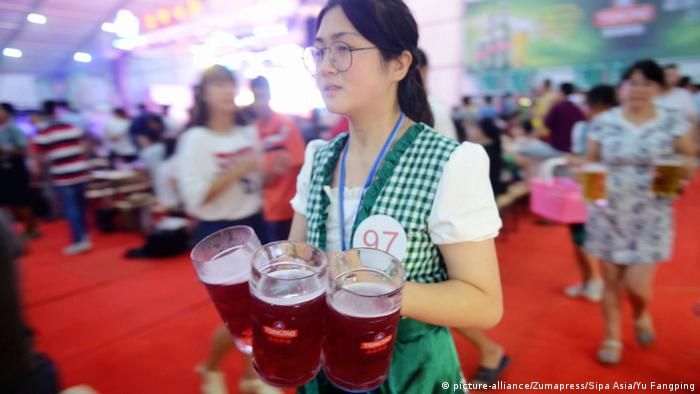 Oktoberfest in der Welt Tsingtao, Shandong, China (picture-alliance/Zumapress/Sipa Asia/Yu Fangping)