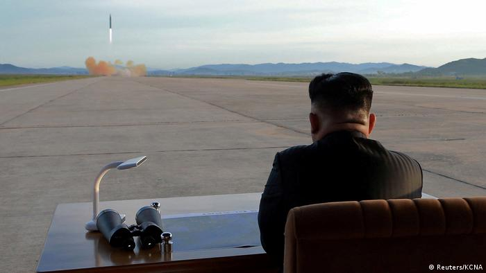 Nordkorea Kim Jong Un überwacht Raketentest (Reuters/KCNA)