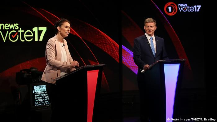 Labour leader Jacinda Ardern (L) and Prime Minsiter and Leader of the National Party Bil English (R) speak during the Vote 2017 1st Leaders Debate on August 31 (Getty Images/TVNZ/M. Bradley)