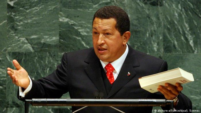 Hugo Chavez recommending Noam Chomsky's book to the UN