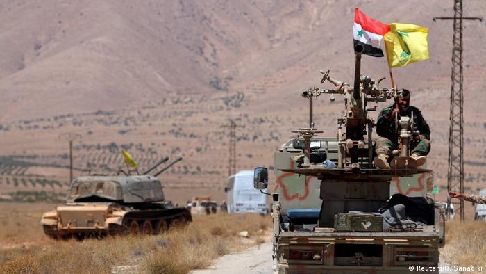 Syrien Hezbollah und syrische Flaggen in Qalamoun (Reuters/O. Sanadiki)