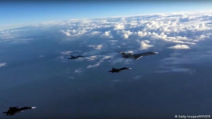 Russland Kampfjets der russischen Luftwaffe (Getty Images/AFP/STR)