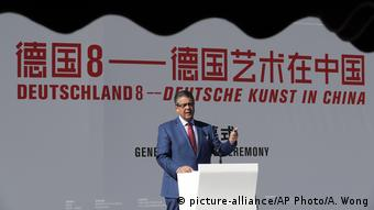 German Foreign Minister Sigmar Gabriel at the opening of the exhibition 'Deutschland 8' (picture-alliance/AP Photo/A. Wong)