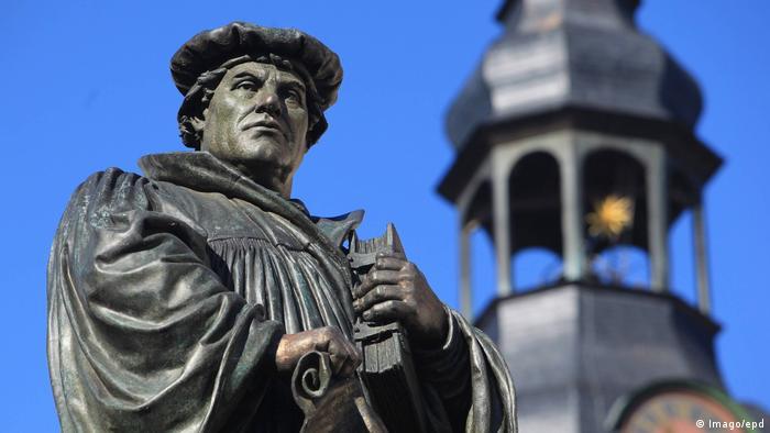 Monumento a Martinho Lutero em Eisleben, Saxônia-Anhalt