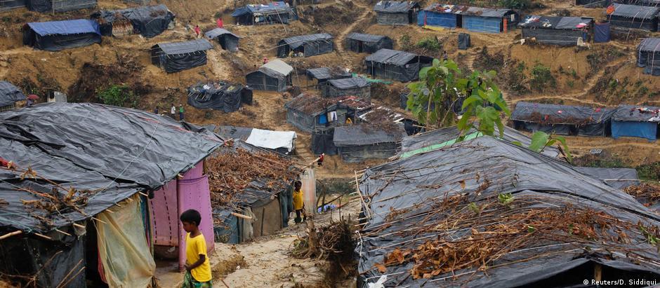 Cerca de 500 mil rohingyas fugiram para Bangladesh e vivem em acampamentos de refugiados