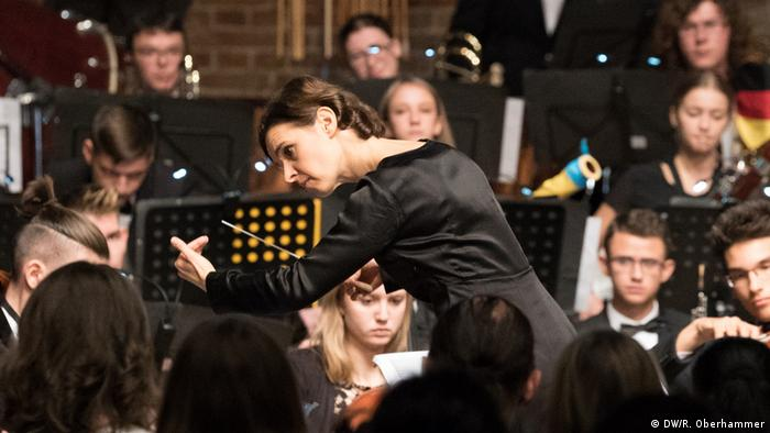 Oksana Lyniv conducts a youth orchestra