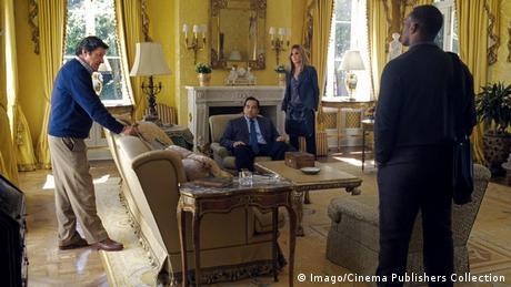 Still aus Die Wahlkämpferin 2015 mit vier Schauspielerin in Präsidentenzimmer (Foto: Imago/Cinema Publishers Collection)