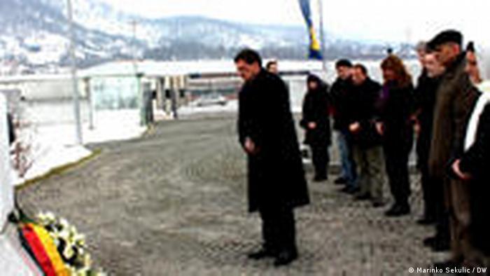 Der deutsche Botschafter in Bosnien Herzegowina Joachim Schmidt in Srebrenica (Marinko Sekulic / DW)