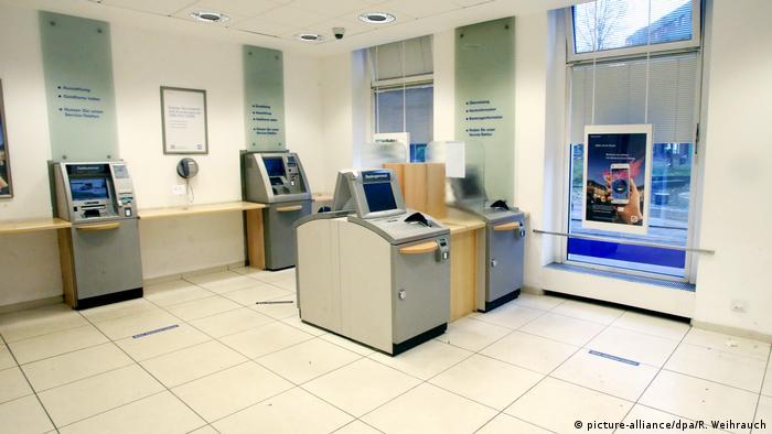 Deutschland Prozess - Bankkunden sollen hilflosem Mann nicht geholfen haben