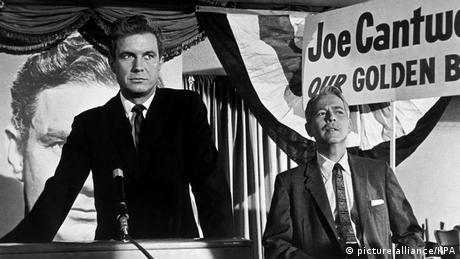 Still zu Der Kandidat mit Cliff Robertson am Rednerpult Foto: (picture-alliance/KPA)