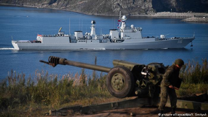 China Russland Militärmanöver bei Wladiwostok (picture-alliance/dpa/Y. Smityuk)