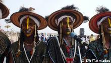 Titel: Niger The Cure Salée :(Salt Cure), or Festival of the Nomads, is a yearly gathering of the Tuareg and Wodaabe peoples in the northern Niger town of Ingall. Schlagworte: Niger,Ingall,Cure Salée Wer hat das Bild gemacht?:Tilla Wann wurde das Bild gemacht?: 17-09-17 Wo wurde das Bild aufgenommen?: Ingall/Niger Bildbeschreibung: Bei welcher Gelegenheit / in welcher Situation wurde das Bild aufgenommen? Wer oder was ist auf dem Bild zu sehen? Salt Cure) or Festival of the Nomads, is a yearly gathering of the Tuareg and Wodaabe peoples in the northern Niger town of Ingall.