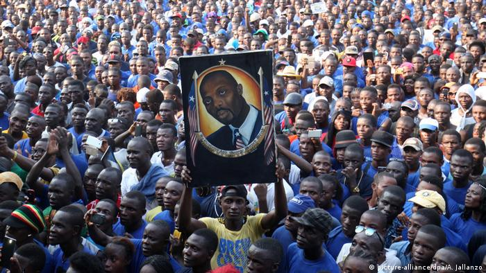 George Weah supporters at Liberia 2016 elections (picture-alliance/dpa/A. Jallanzo)